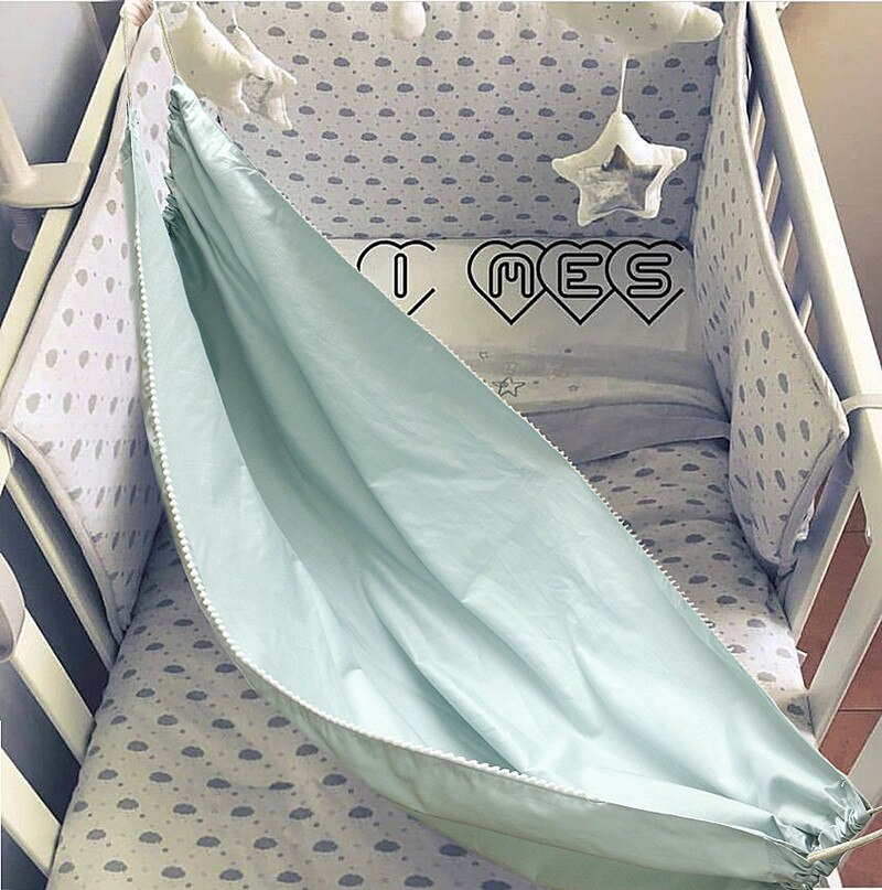 Hamak dla dziecka zamontowany w łóżeczku