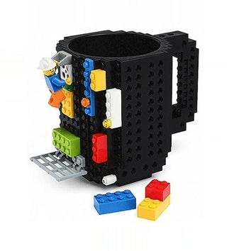 Czarny kubek z klockami LEGO