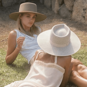 Damski kapelusz jasny