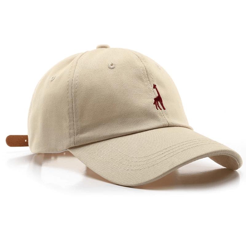 Biała czapka z daszkiem