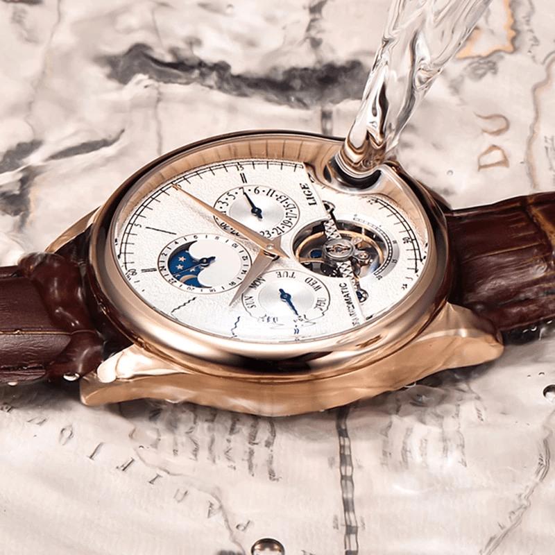 elegancki zegarek polewany wodą
